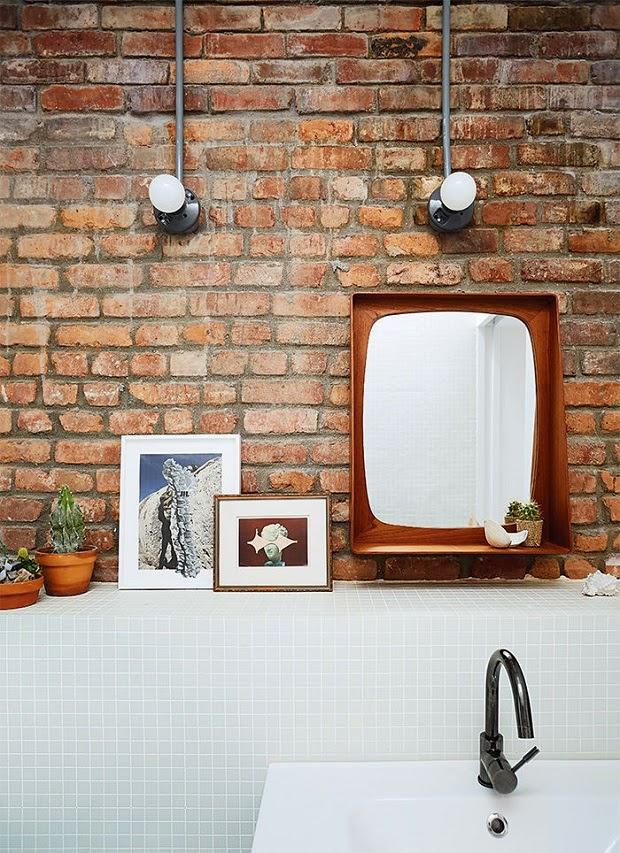 baño aseo estilo industrial pared ladrillo