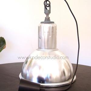 Lámpara industrial antigua