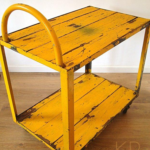 camareras_antiguas_vintage_estilo_industrial_y_carros_de_trabajo_antiguos_para_decorar