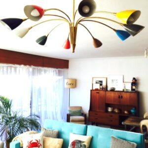 Decoración midcentury. lampara araña stilnovo