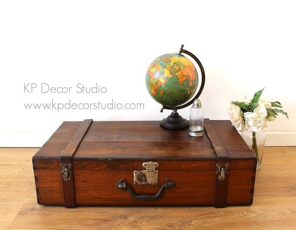 maleta de madera antigua