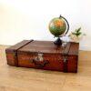 maleta de madera antigua decoración