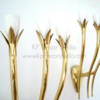 Apliques de latón lamparas doradas de pared estilo midcentury.