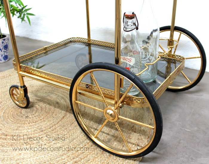 Mueble camarera dorada