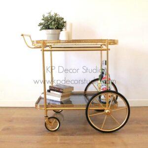 Camarera vintage con ruedas altas