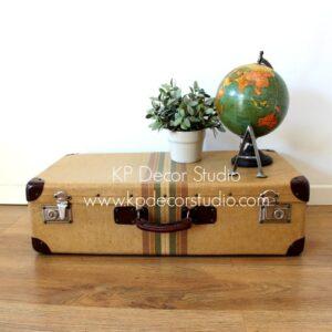 Tienda de maletas vintage antiguas para decoración, exposiciones y escaparates