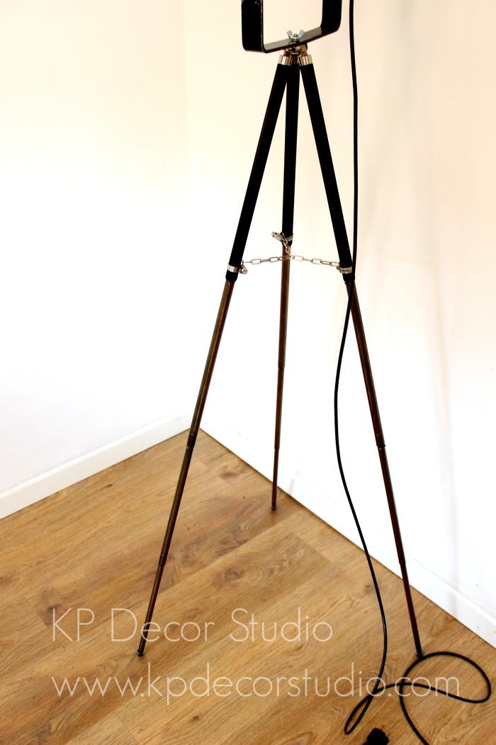 lampara sobre trípode de fotografía