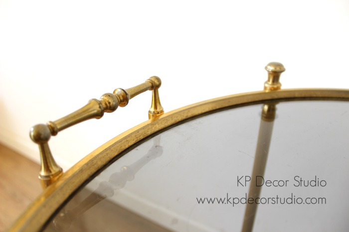 Camarcamarera vintage dorada forma redonda