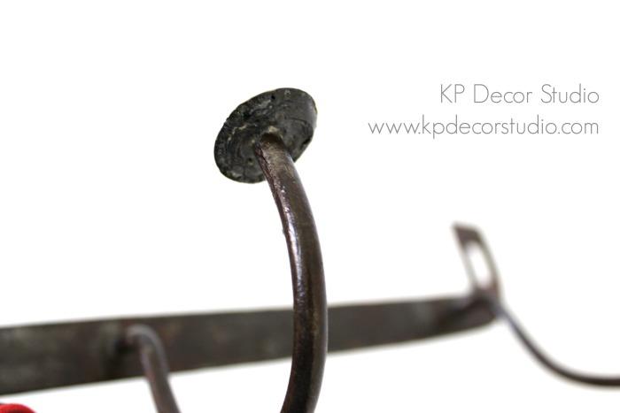 Perchas antiguas de metal para decoración estilo industrial