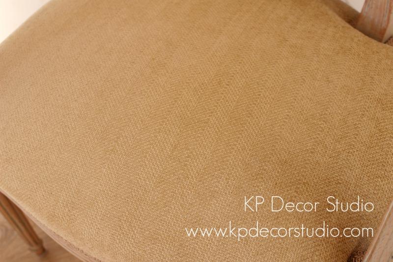 Detalle tapizado color ocre
