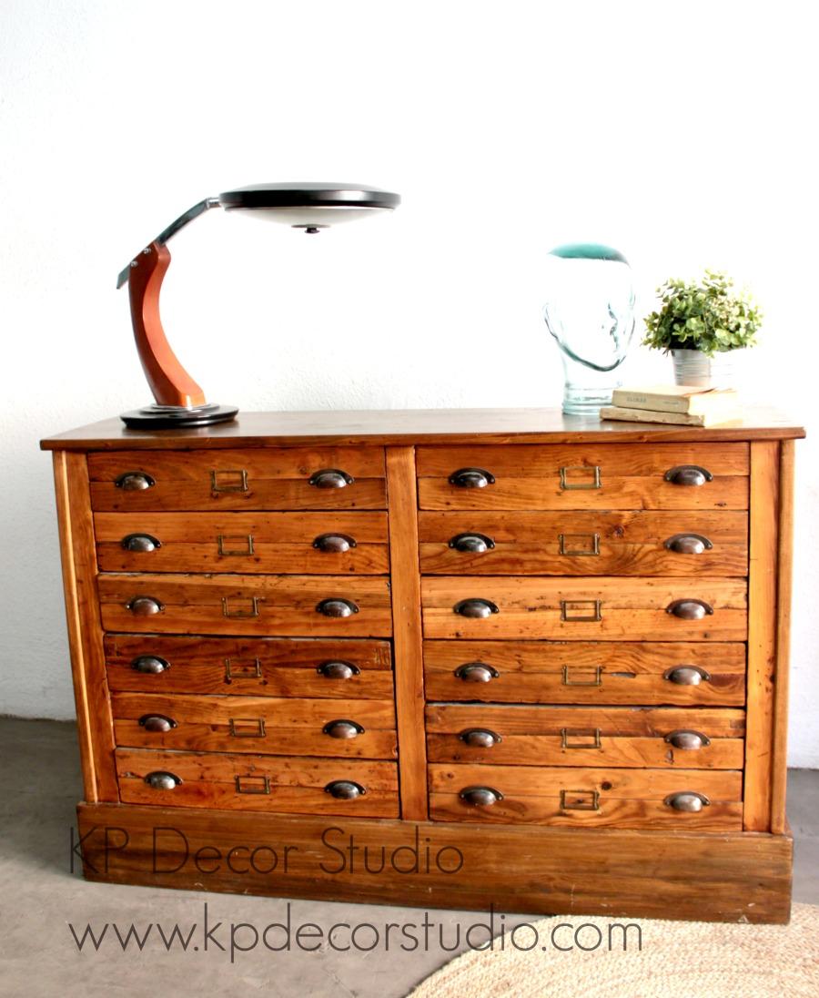 Mueble cajonero archivador antiguo