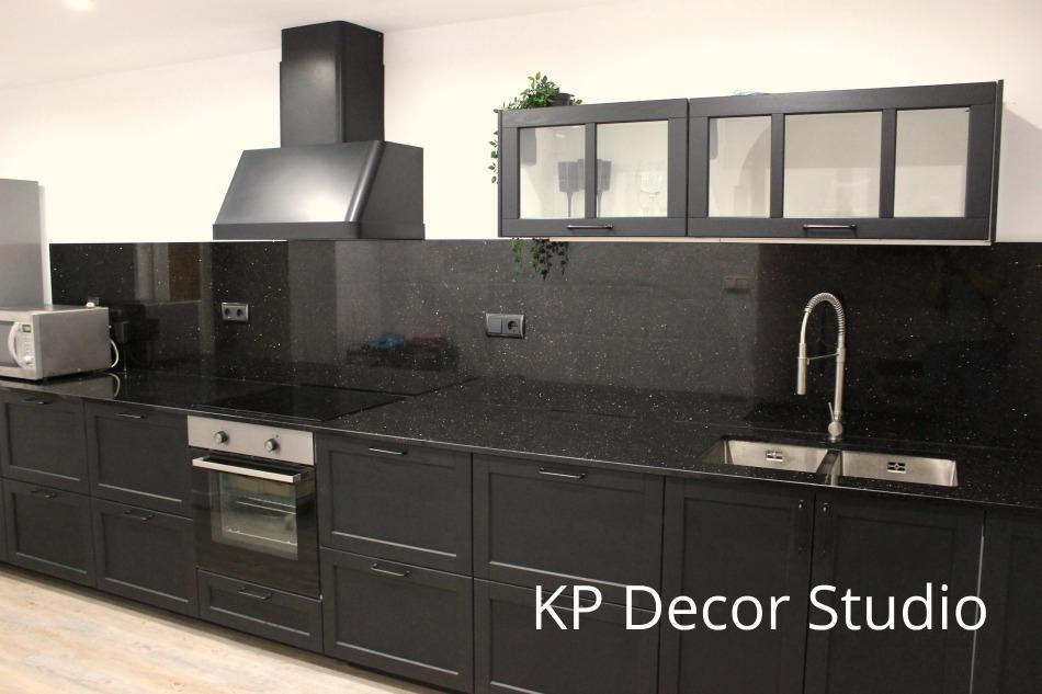 Fotos de cocinas negras. azulejo negro, mobiliario oscuro cocina